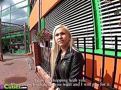 Chica italiana rizada trabaja activamente con su boca mexicanas cojiendo xxx en un sexo grupal