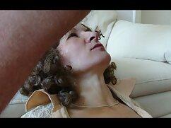 Joven latina y su joven novio tienen un mexicanas xxx putas show por webcam.