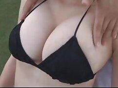 Extiende xxx anal mexicano sus piernas frente a la lente de un agente sexual