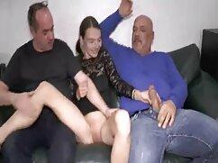 Tan pequeña y que ya se controla fácilmente con morrita mexicana xxx un consolador enorme, llevándose al orgasmo.