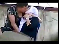 Morena rusa le hace una mamada a su mamas mexicanas xxx marido frente a la cámara en el baño