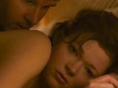 Rusa delgada en medias se joven mexicana xxx masturba con un consolador largo en una webcam.